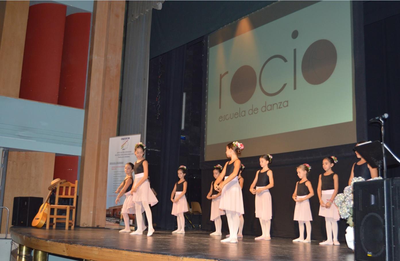Un momento de la actuación del grupo de danza Rocío