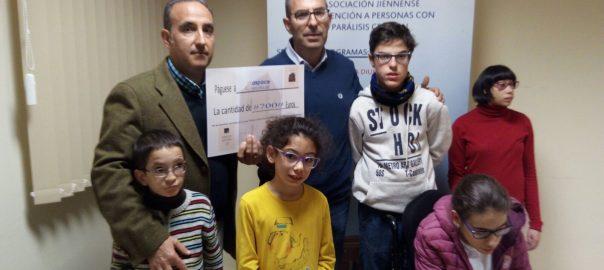 Eladio Fernández entrega a Aspace Jaén un cheque solidario gracias a su libro