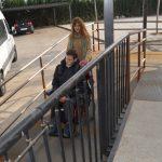 Mejora de la accesibilidad con una rampa para usuarios con movilidad reducida