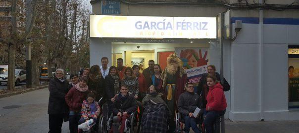 Los Reyes Magos de Ortopedia García Férriz reciben a los niños de Aspace Jaén