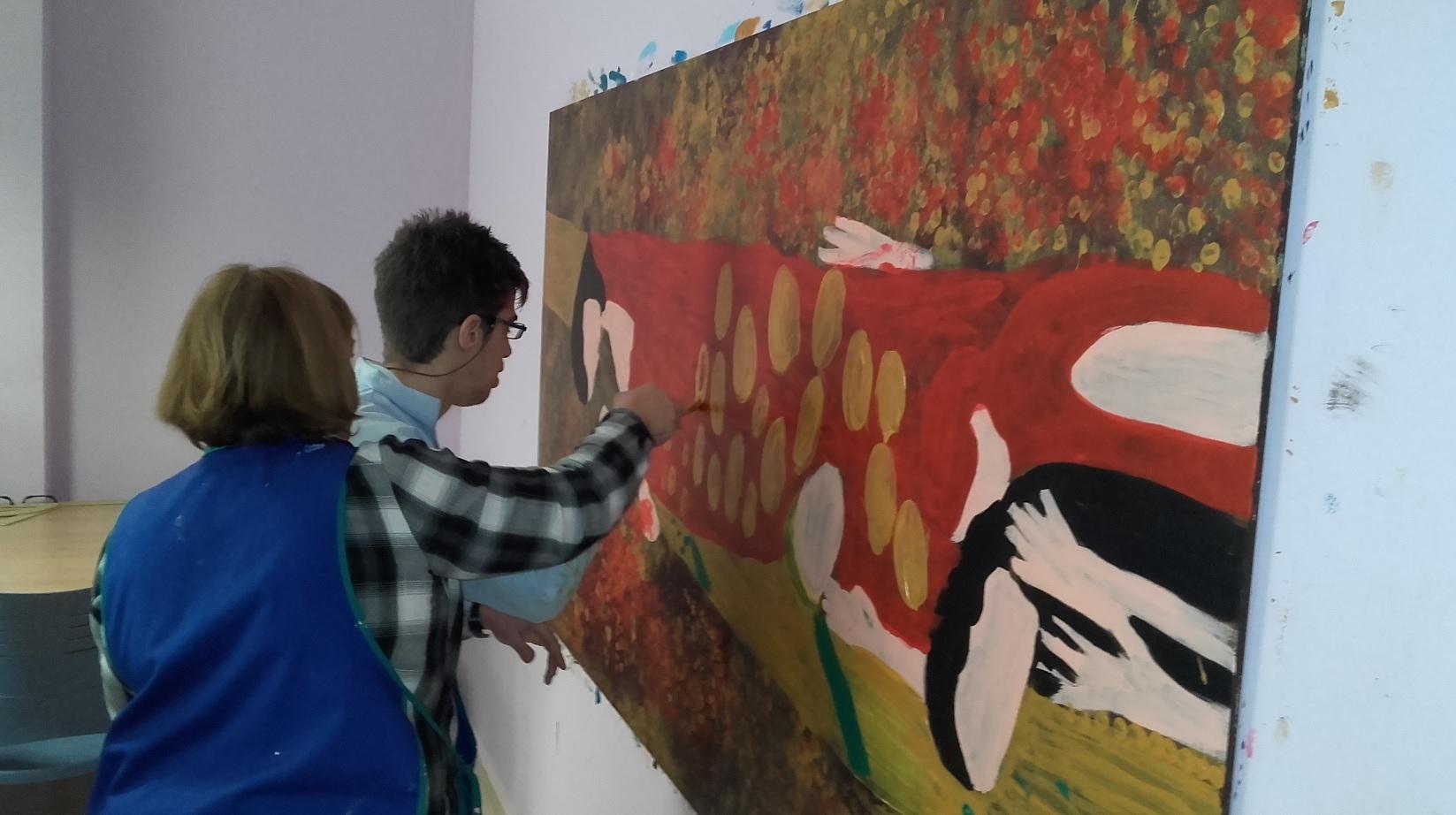 Taller de pintura en la Unidad de Estancia Diurna