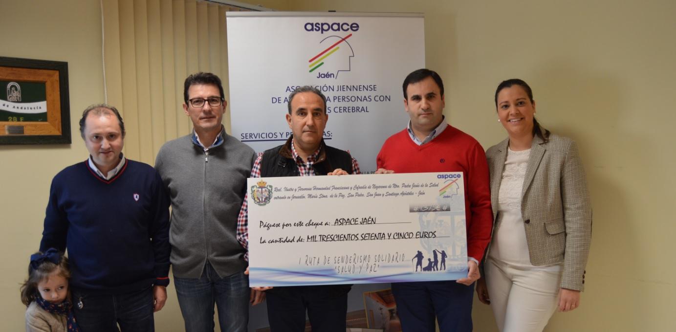 La Cofradía de La Borriquilla entrega a Aspace Jaén el dinero de la caminata solidaria