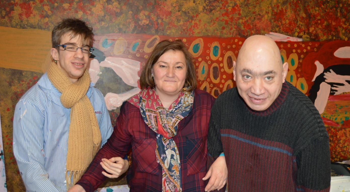 Toñi Cruz (UPM): <i>«La pintura les anima, les da alegría y fuerza»</i>