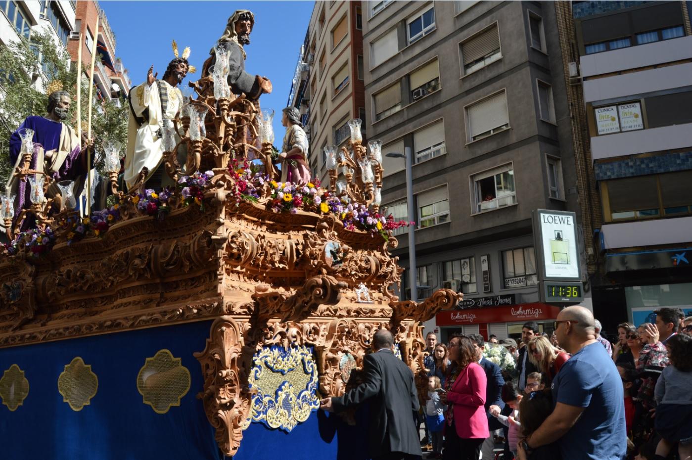 La Cofradía de la Borriquilla realiza una «levantá» en honor a Aspace Jaén