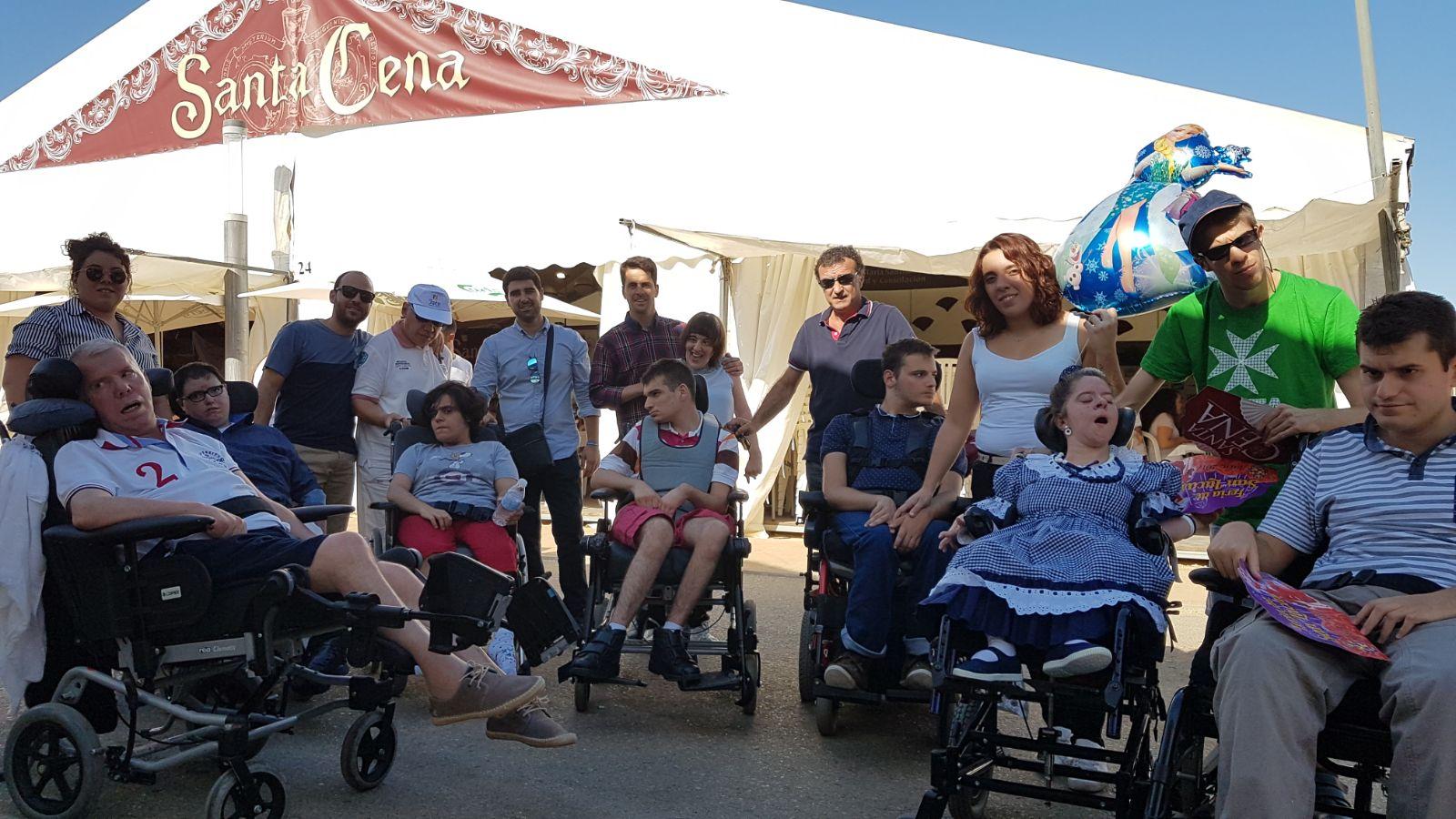 Los usuarios del Centro de Día también disfrutan de la feria de San Lucas