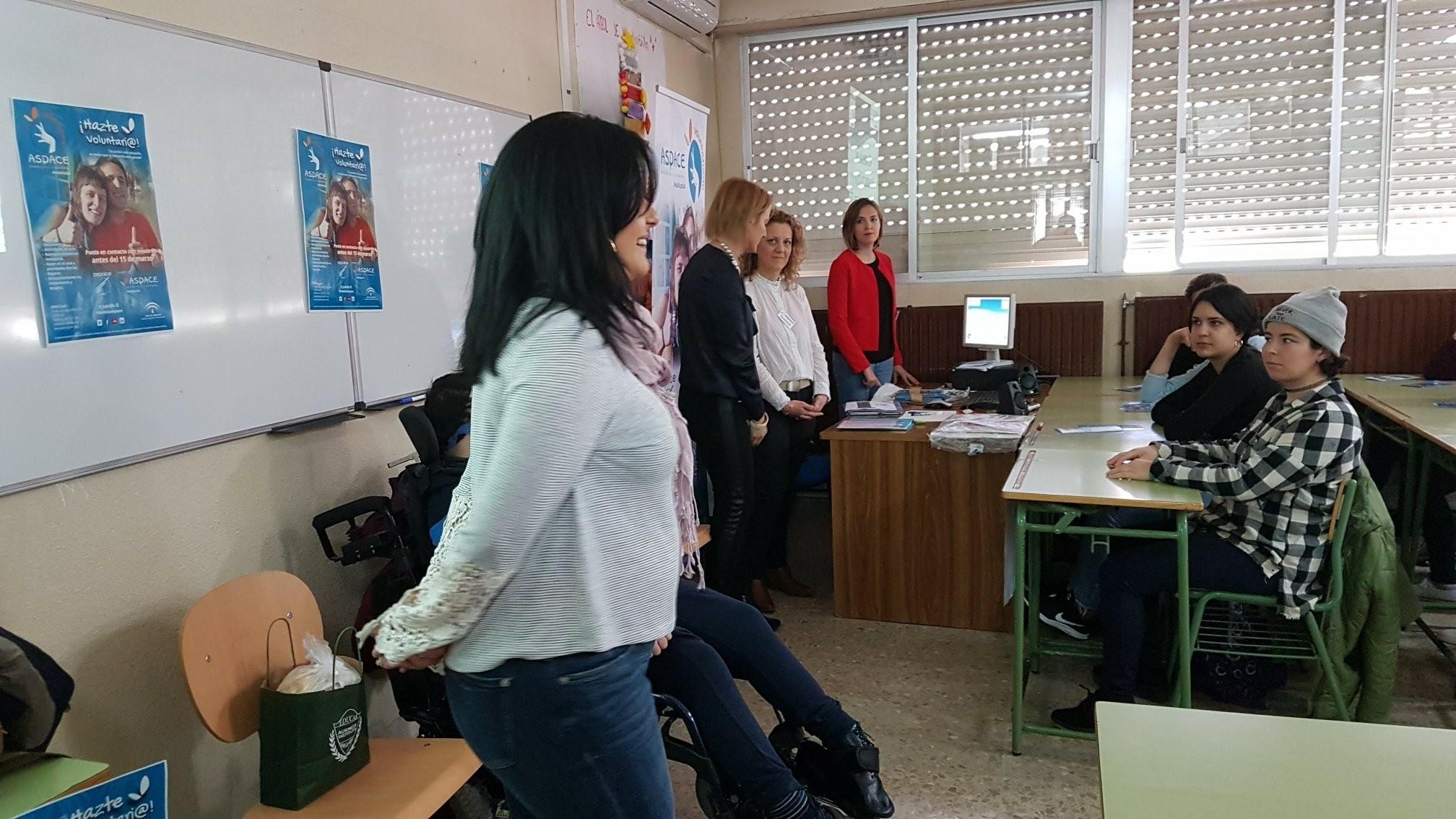 Aspace Jaén sale a la calle en busca de voluntarios para el centro