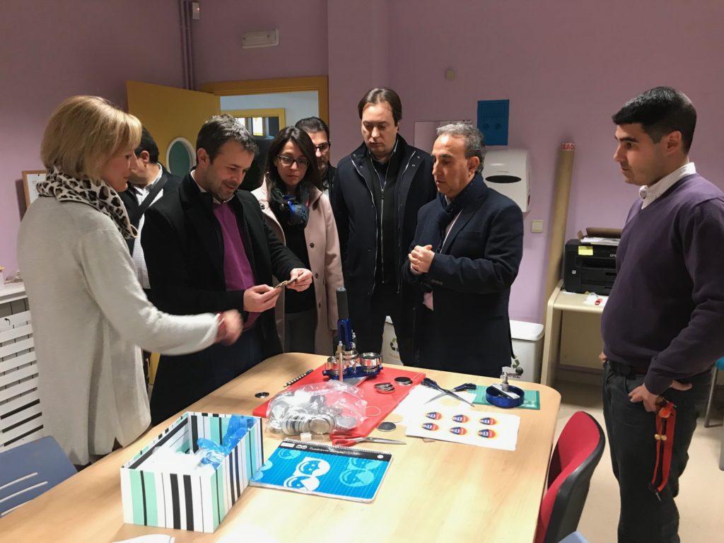 El secretario general del PSOE de Jaén, Julio Millán visitó nuestro Centro