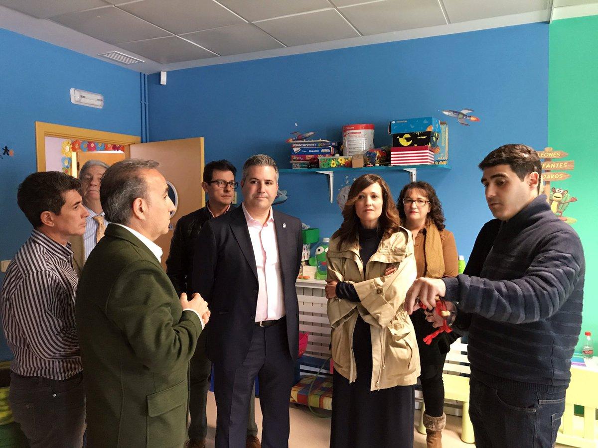 La Delegada del Gobierno andalúz, Maribel Lozano y el delegado de Educación y Deporte, Antonio Sutil visitan Aspace Jaén