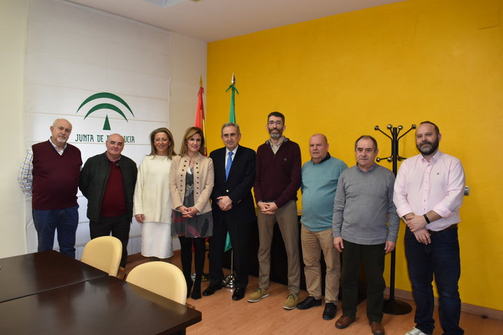 La delegación de  Salud y Familias, entrega a Aspace Jaén material informático